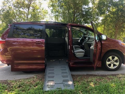 2016 Toyota Sienna Side Entry Wheelchair Van full